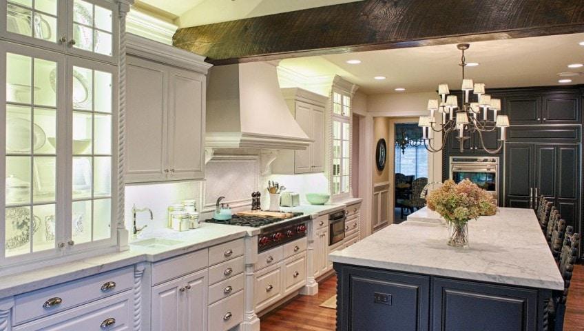 Cottage Kitchen Cabinets Stove